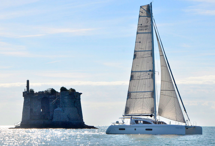 Notice how the 5X is much more streamlined. The lower salon roof has less wind resistance, and the boom is about 6 feet lower to the water than the Lagoon. This allows for a bigger mainsail, more power, and more speed.
