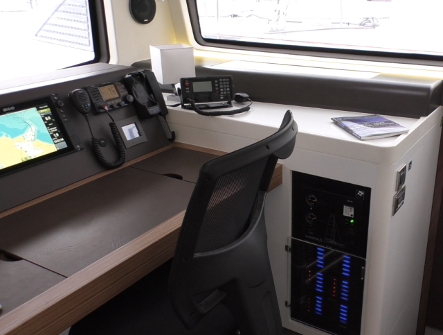 Nav station with the new HF radio installed to the right